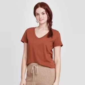 NWT Universal Thread T-Shirt